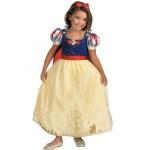 A fantasia de princesas como a Branca de Neve é uma escolha clássica para meninas. (Foto: divulgação)
