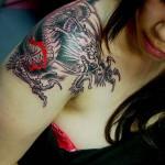 Outro exemplo de tattoo no ombro (Foto: Divulgação)