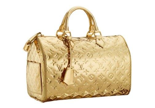 A bolsa com brilho está no auge da moda. (Foto:Divulgação)