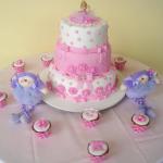 Um delicado bolo de menina. (Foto:Divulgação)