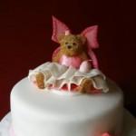 Bolo decorado apresenta a Ursa Bailarina no topo.  (Foto:Divulgação)