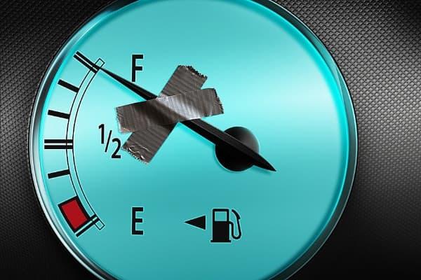 Dicas para economizar combustível do carro ponteiro trancado