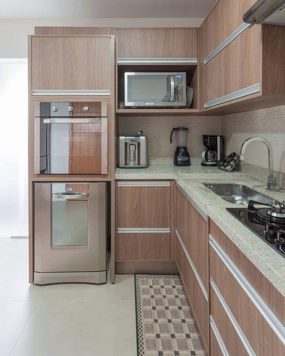 cozinha planejada pequena em L moveis de madeira