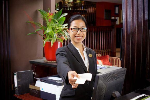 Também há qualificação para quem deseja trabalhar como recepcionista de hotel (Foto Ilustrativa)