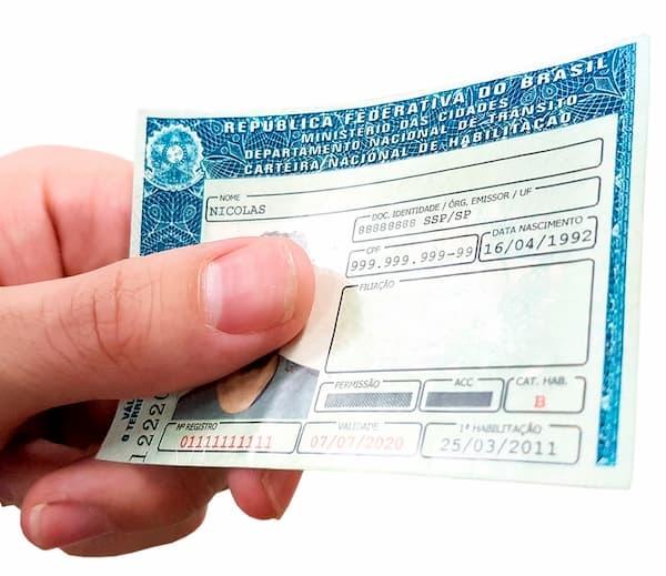 Inscrição Carteira Popular de Habilitação Grátis CNH na mão