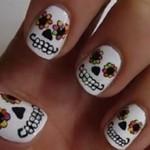 Existem várias formas de decorar as unhas inspirando-se em caveiras.(foto: divulgação)