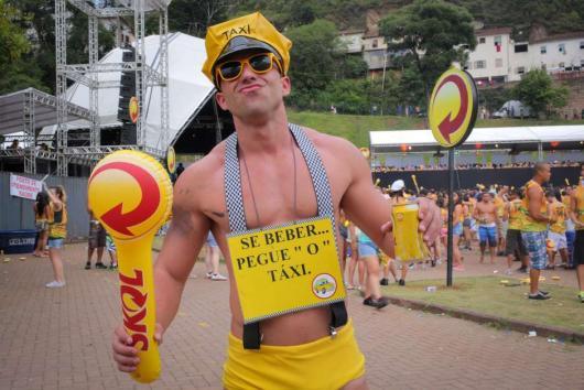 fantasia de carnaval para homem skol