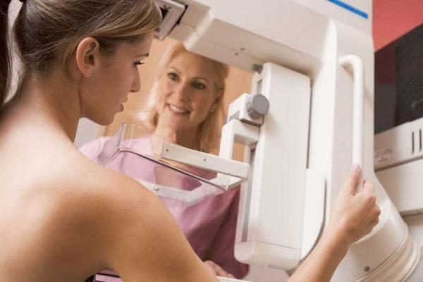 Fazendo mamografia