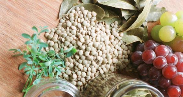 lentilha, uvas e arruda