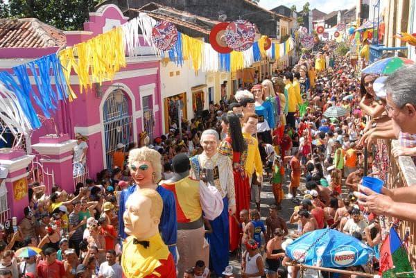 Blocos de carnaval mais famosos bonecos gigantes