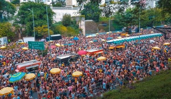 Blocos de carnaval mais famosos multidão nas ruas de São Paulo