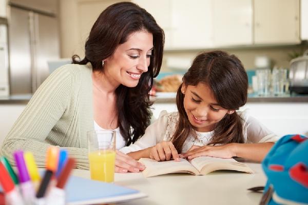 As crianças aprendem muito melhor com o Caderno do Aluno (Foto: Divulgação)