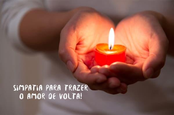 Simpatias para recuperar o ex-namorado com uma vela nas mãos