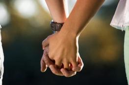 Simpatias para recuperar o ex-namorado de mãos dadas