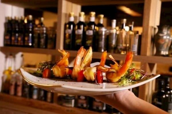 Principais Restaurantes para o Dia dos Namorados em Florianópolis prato de camarão