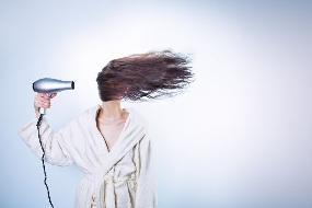 Saiba o que mais danifica os cabelos