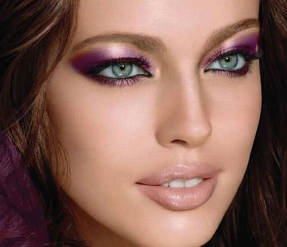 É preciso equilibrar as cores usadas nos olhos com as da boca (Foto Ilustrativa)