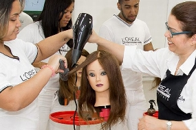 L'Oréal cursos de cabeleireiro em realidade virtual 2017