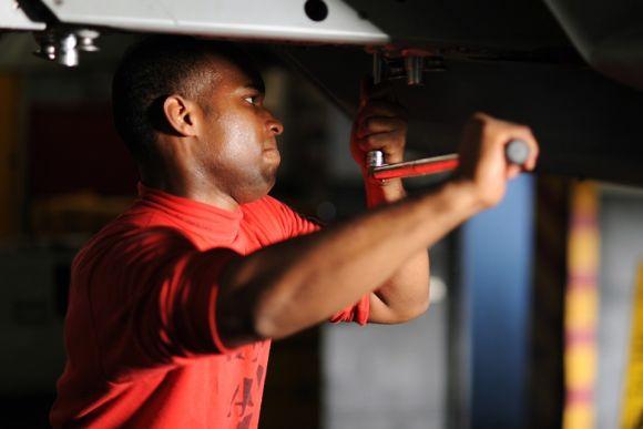 Também há cursos na área de mecânica (Foto Ilustrativa)