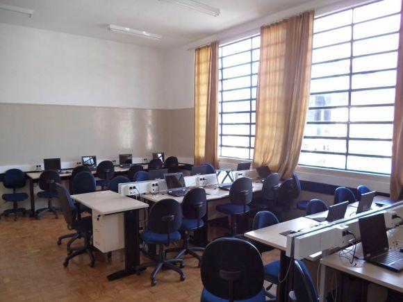 A instituição também tem cursos na área de informática (Foto: Reprodução Centro Paula Souza)