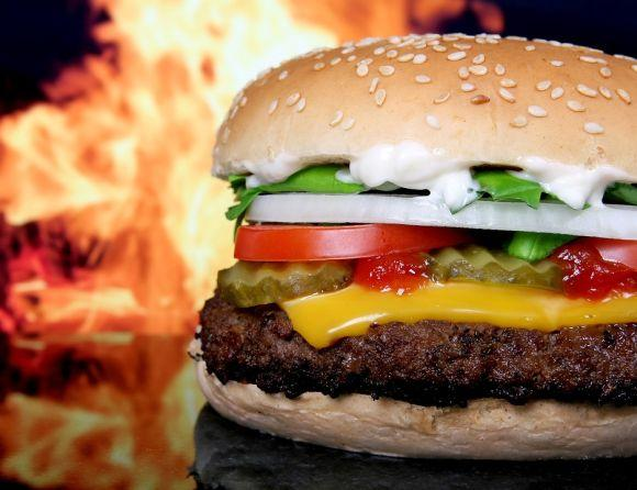 Já na outra qualificação, são ensinadas receitas salgadas, como de hambúrguer caseiro (Foto Ilustrativa)