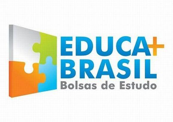 O programa de bolsas de estudo já beneficiou milhares de alunos de todo o país (Foto: Reprodução Educa Mais Brasil)