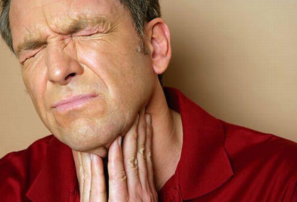 O novo tratamento para curar dor de garganta rápido deve estar disponível em breve (Foto Ilustrativa)