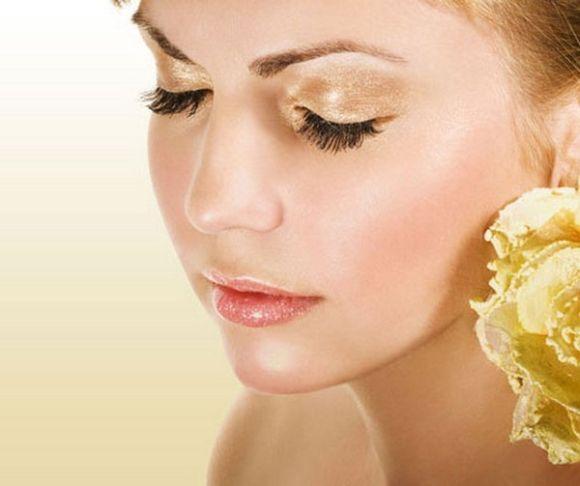 Os tons dourados e o glitter estão entre as maiores tendências do verão (Foto Ilustrativa)