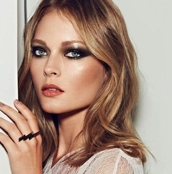 Maquiagens douradas e glitter para de fim de ano
