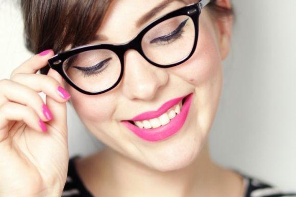 Ideias para combinar óculos e maquiagem