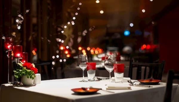 Principais Restaurantes em São Paulo decorado com velas e flores