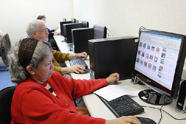 Cursos gratuitos para idosos: 5 Lugares para fazer