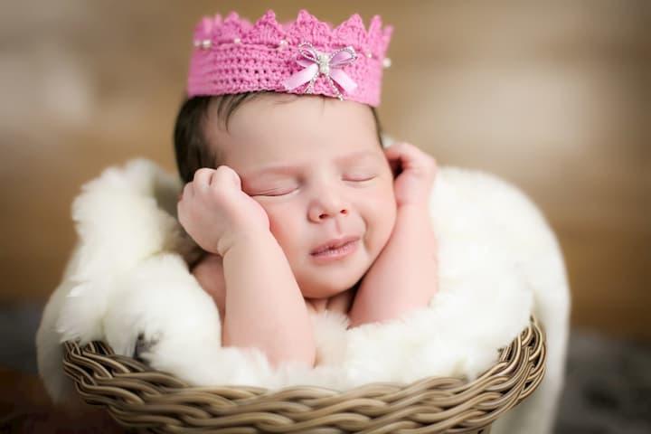 foto de rescem nascido no cesto