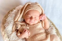 foto de rescem nascido vestido de bixinho