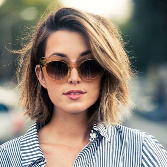 corte de cabelo curto com oculos
