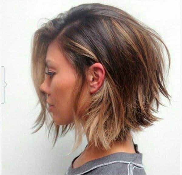 corte de cabelo curto desfiado luzes