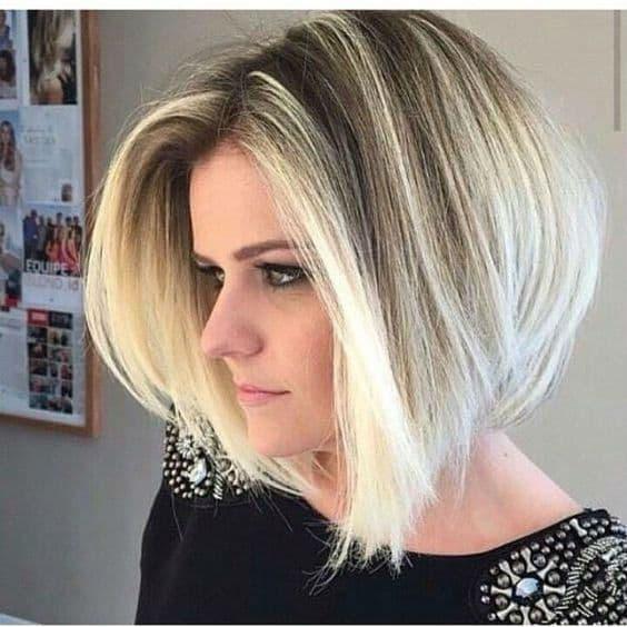 corte de cabelo curto loiro com franja