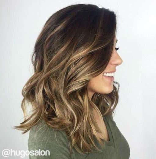 corte de cabelo feminino medio com luzes