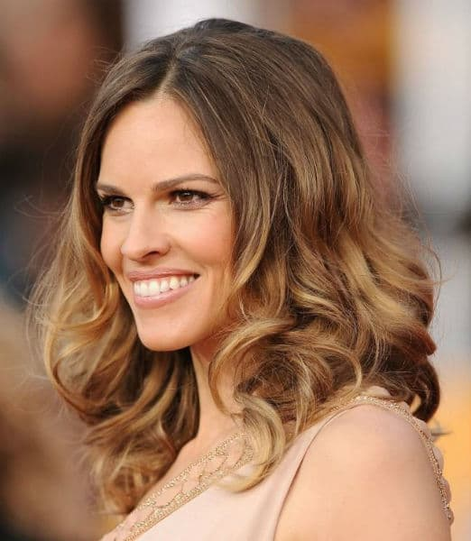 corte de cabelo feminino medio ondulado em baixo