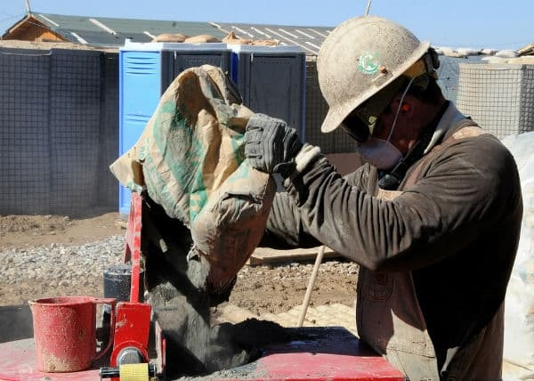 custo de obra por metro2 homem trabalhando