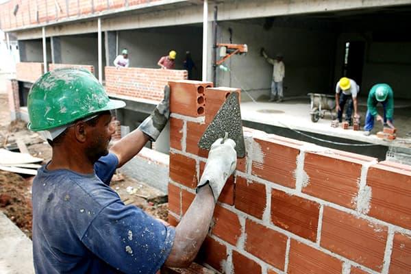 custo de obra por metro2 sentando tijolos