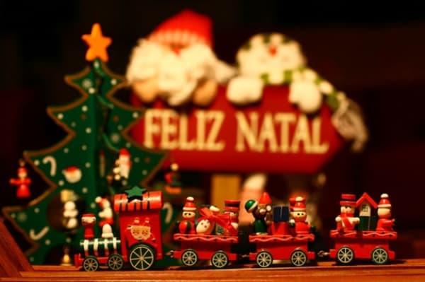 Os significados dos enfeites de Natal trenzinho de natal