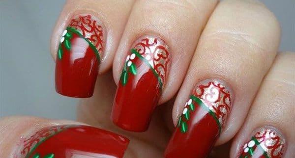 Unha decorada para Natal com folhas verdes
