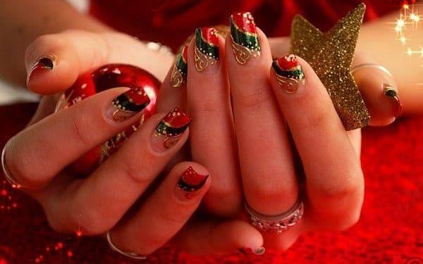 unhas decoradas para natal com vermelho