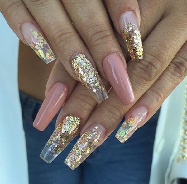 unhas decoradas para o réveillonl estiletto com glitter