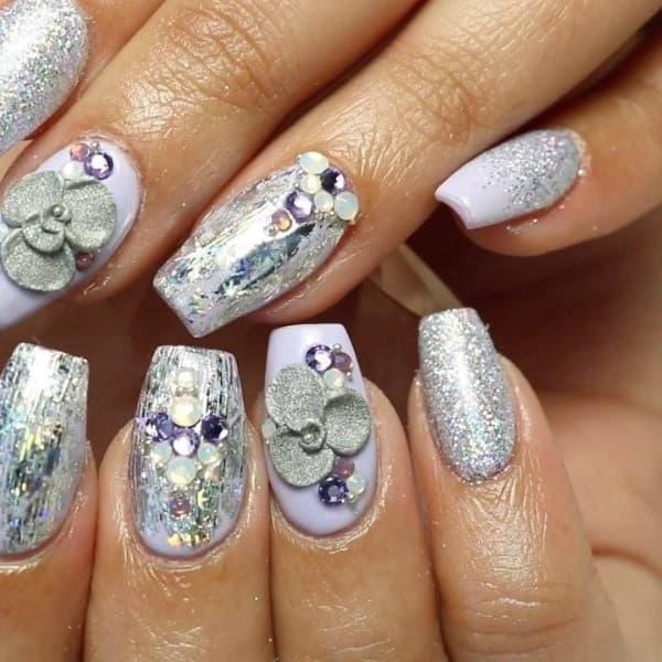 unhas decoradas para o reveillon prateada com pedras