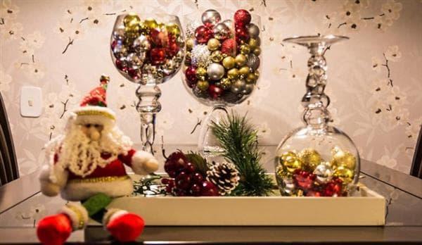 Decoração de Natal com vidros para mesa