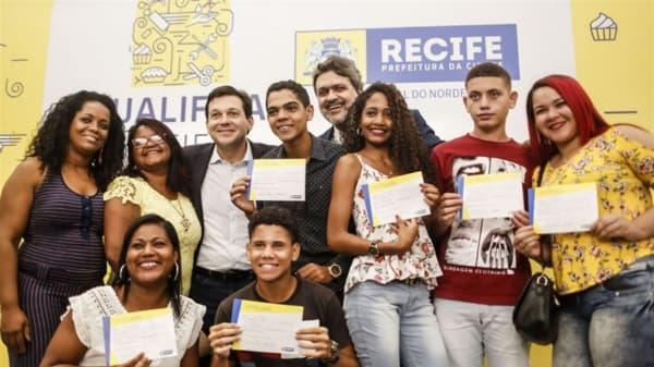 qualifica Recife alunos com certificado