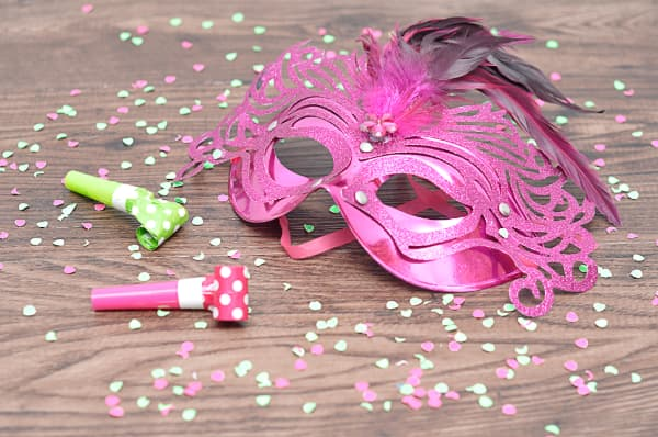 Modelos de máscara de Carnaval cor de rosa