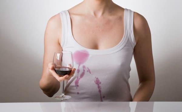 Como Remover Manchas de Roupas mancha de vinho